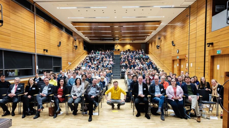 Schülerinnen vom Johanneum Gymnasium Herborn nehmen an Digitalforum des größten Schulnetzwerks teil